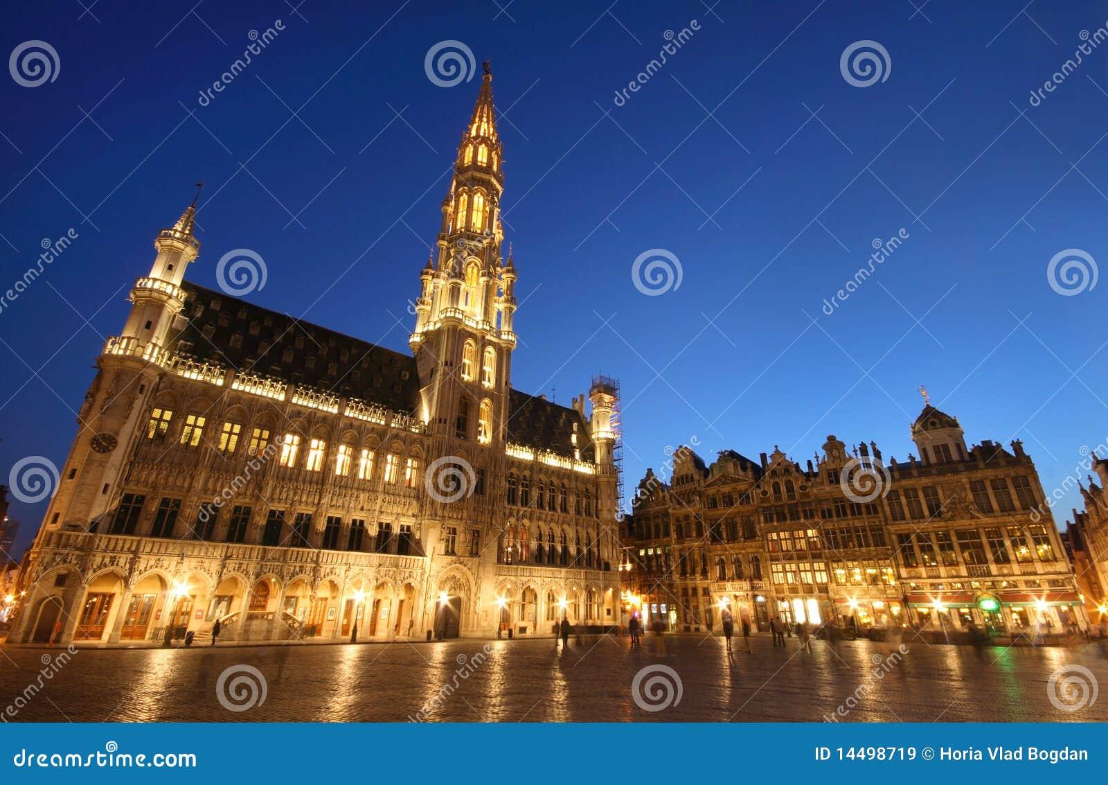 L 39 h tel de ville de bruxelles belgique nuit tir e for Hotel piscine bruxelles