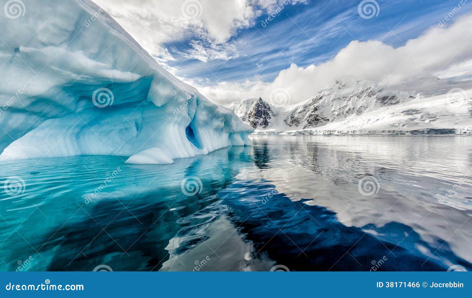 L iceberg flotte dans la baie d Andord sur Graham Land, Antarctique