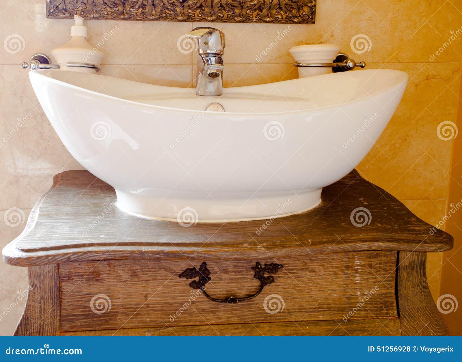 Lavandino retro boiserie in ceramica per bagno - Boiserie in ceramica per bagno ...