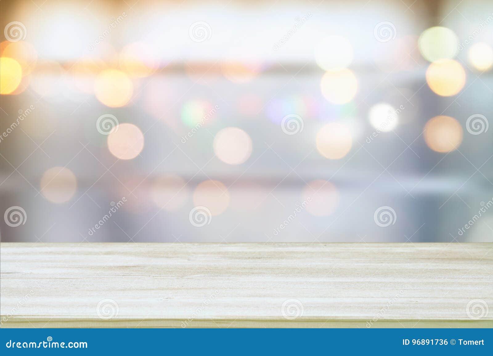 L image de la table en bois devant le résumé a brouillé le fond clair de fenêtre