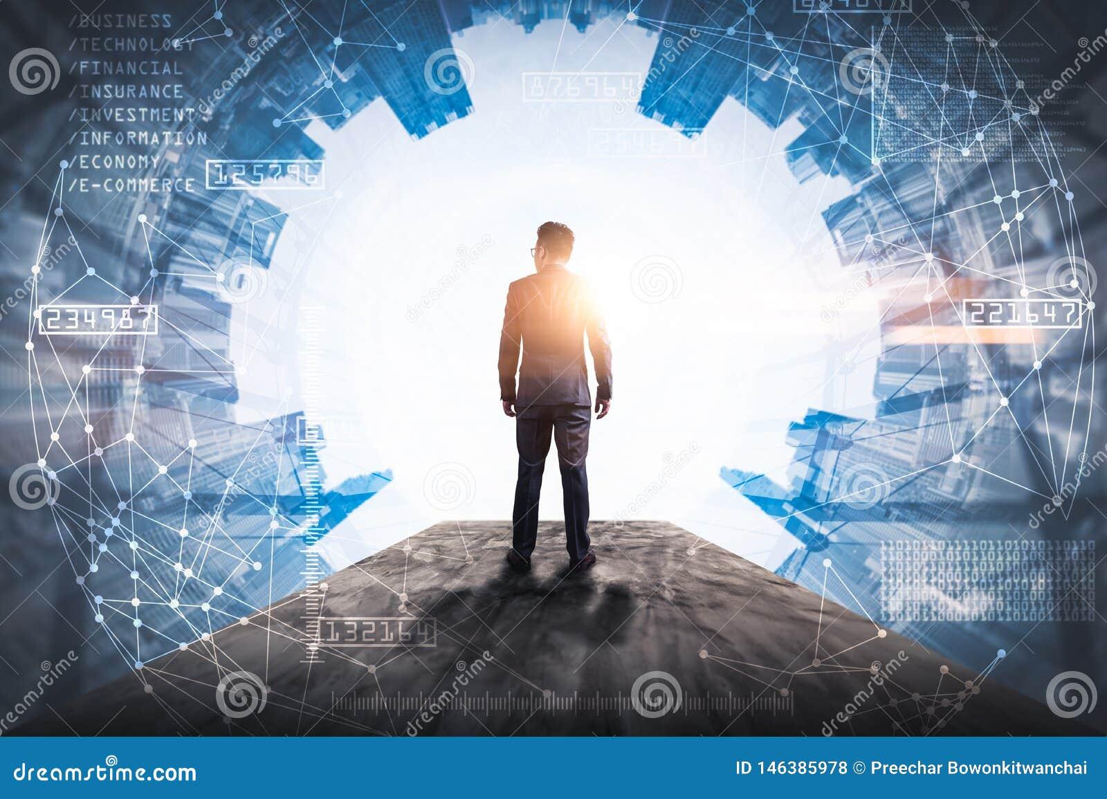 L immagine di doppia esposizione dell uomo di affari che sta indietro durante la sovrapposizione di alba con l immagine futuristi
