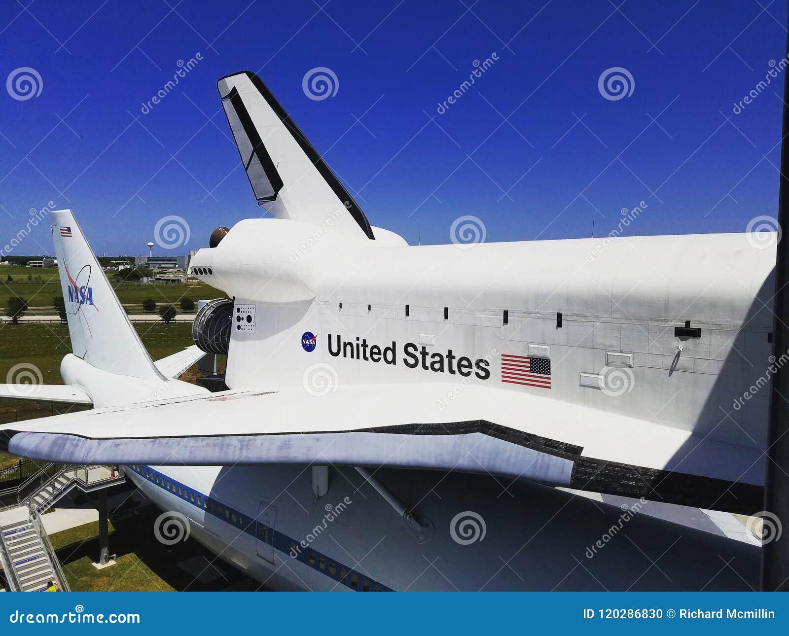 L indépendance de navette spatiale sur des avions de transporteur