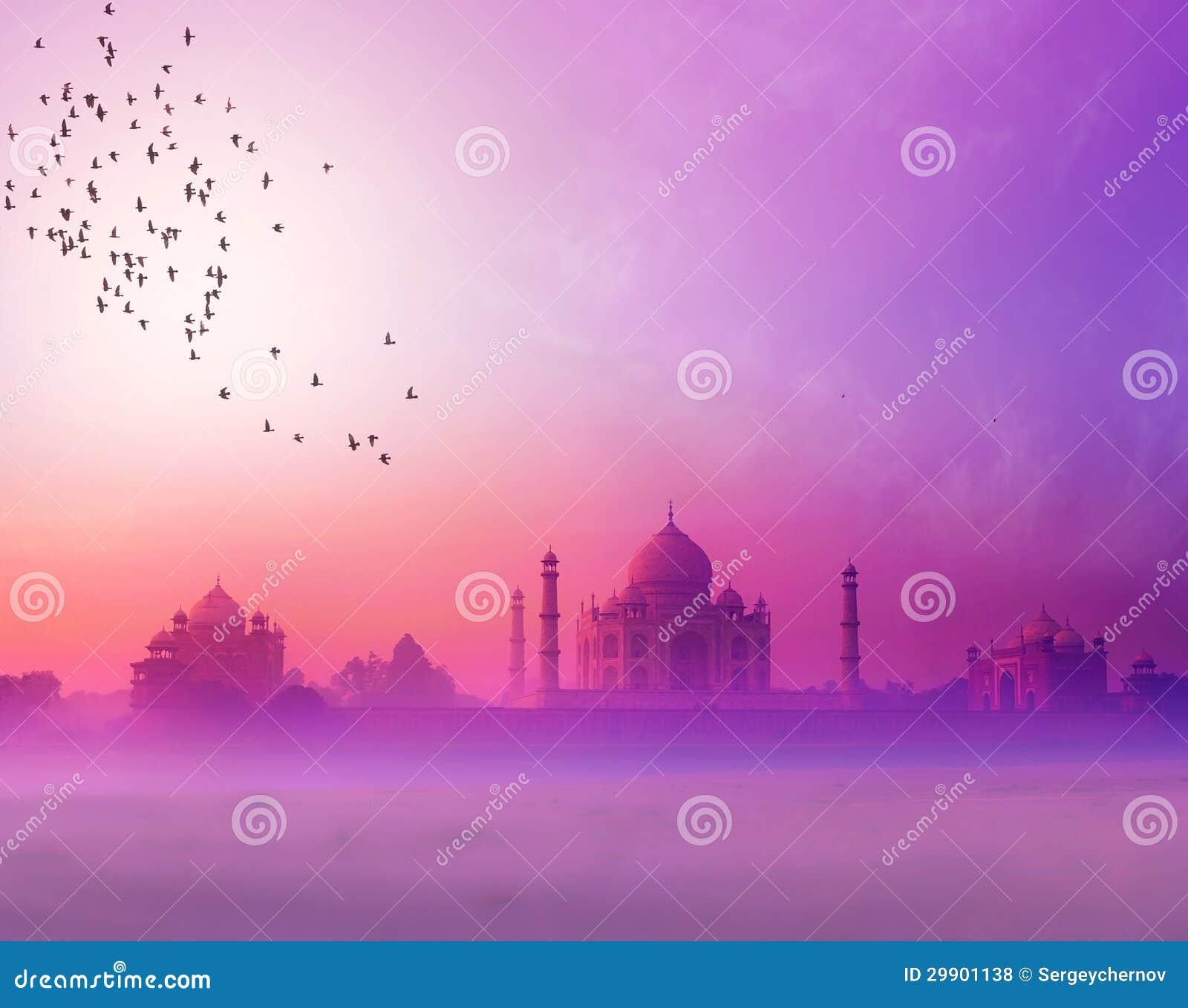 L Inde. Silhouette de coucher du soleil du Taj Mahal