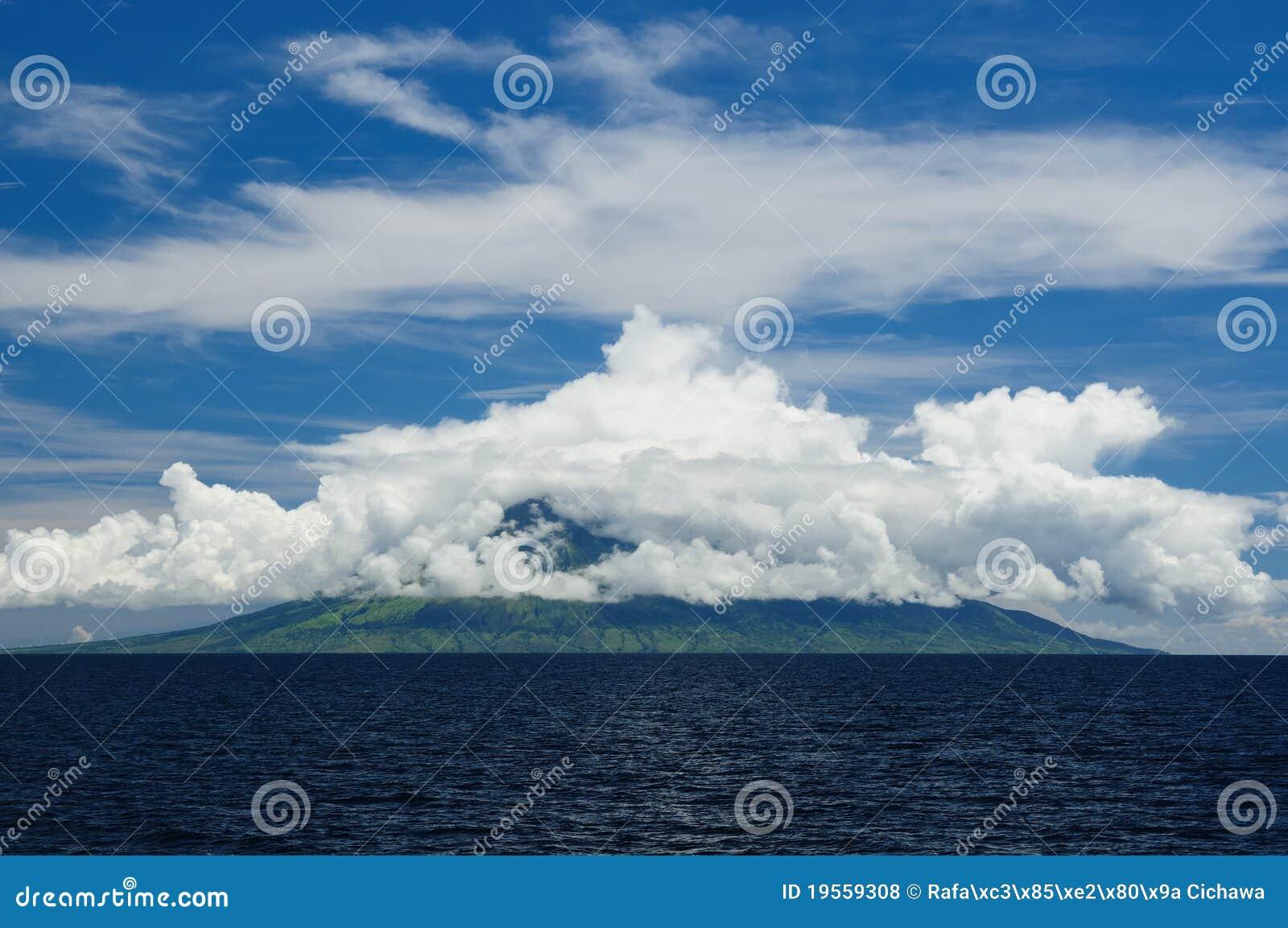 L Indonésie, mer de Flores, Gunung api