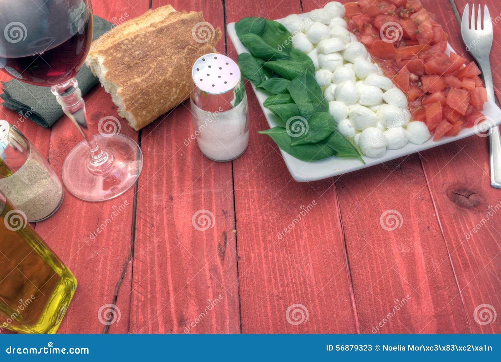 L insalata di Caprese giù radrizza