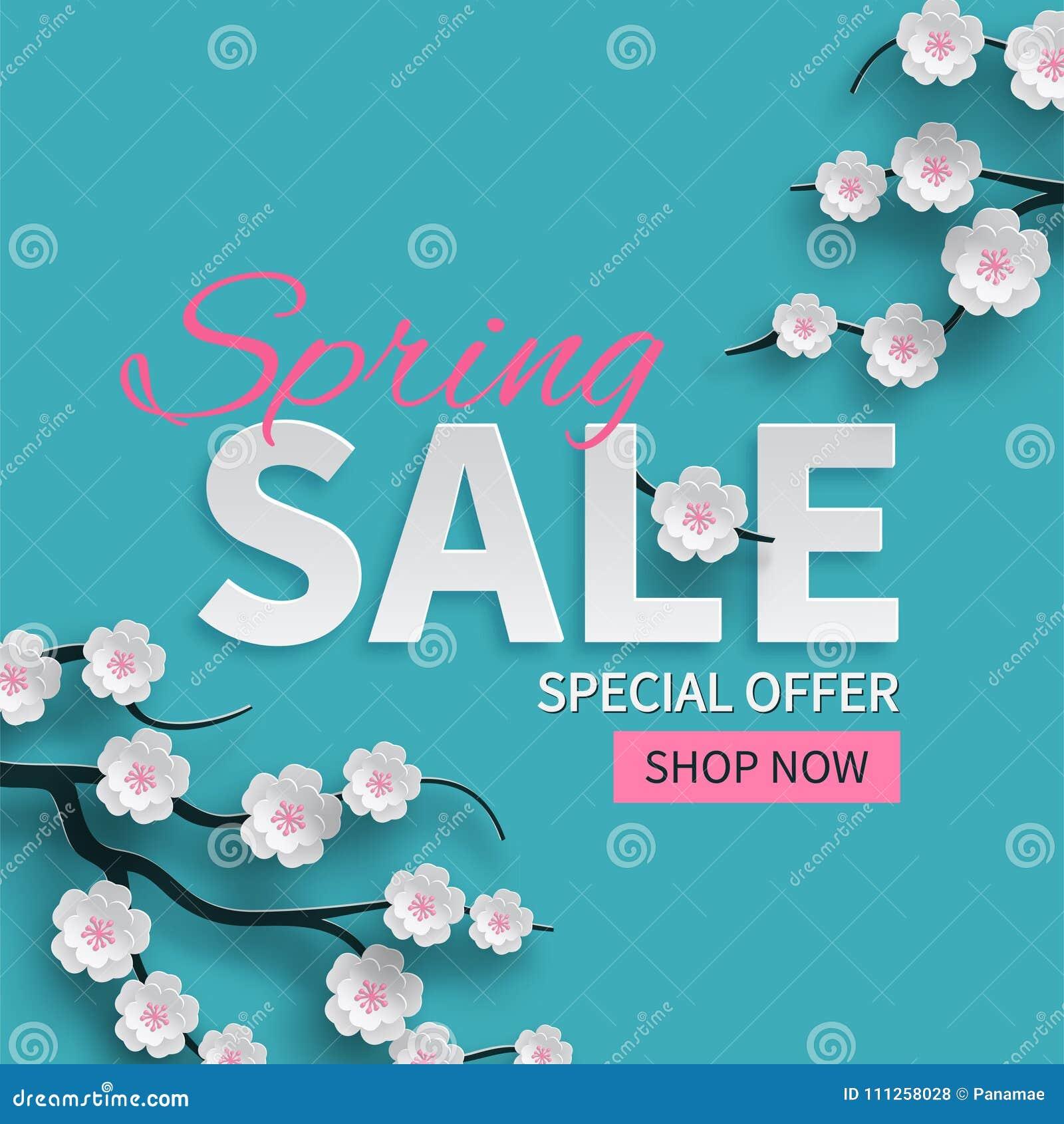 L insegna floreale di vendita della primavera con carta ha tagliato i fiori rosa di fioritura della ciliegia su fondo blu per pro