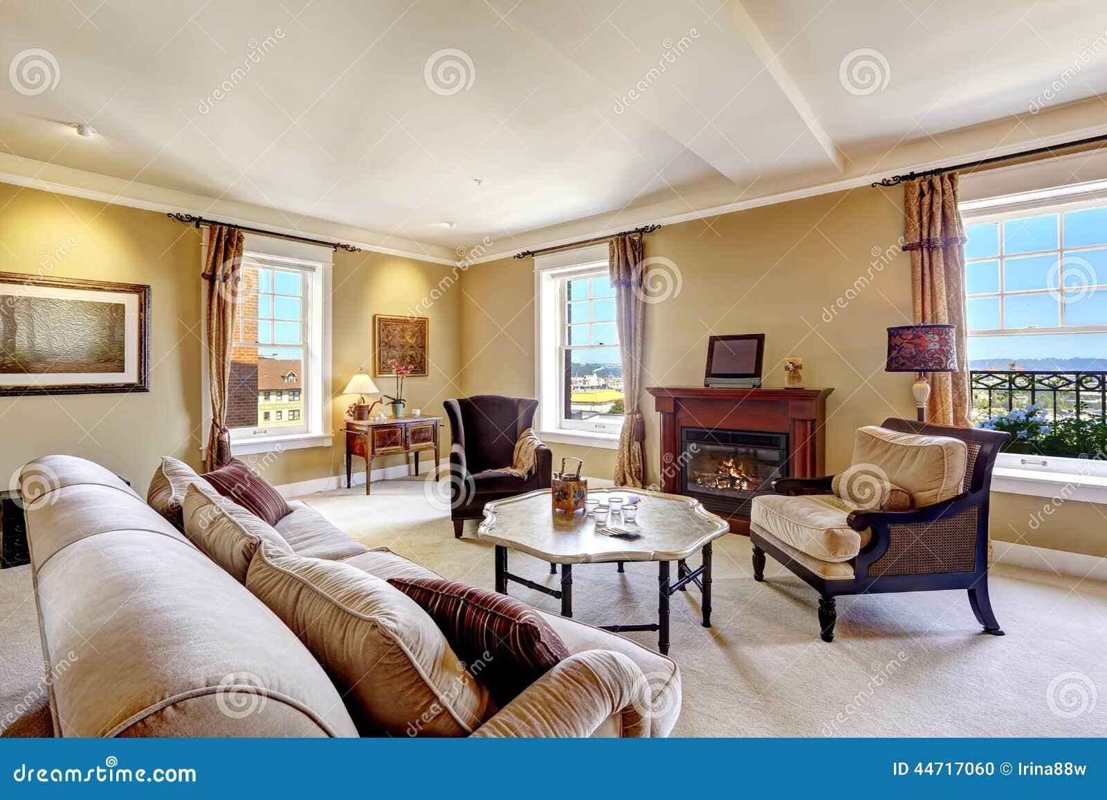l 39 int rieur d 39 appartement avec la chemin e et l 39 antiquit d nomment des meubles photo stock. Black Bedroom Furniture Sets. Home Design Ideas