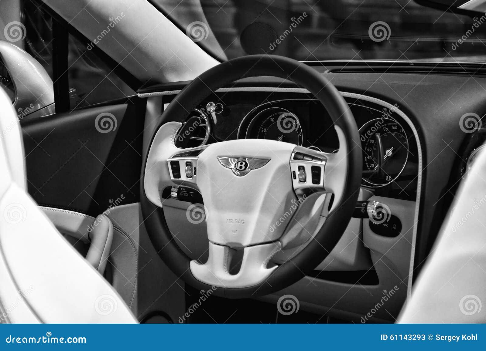 L 39 int rieur d 39 un convertible de luxe normal de bentley new for Interieur de voiture de luxe