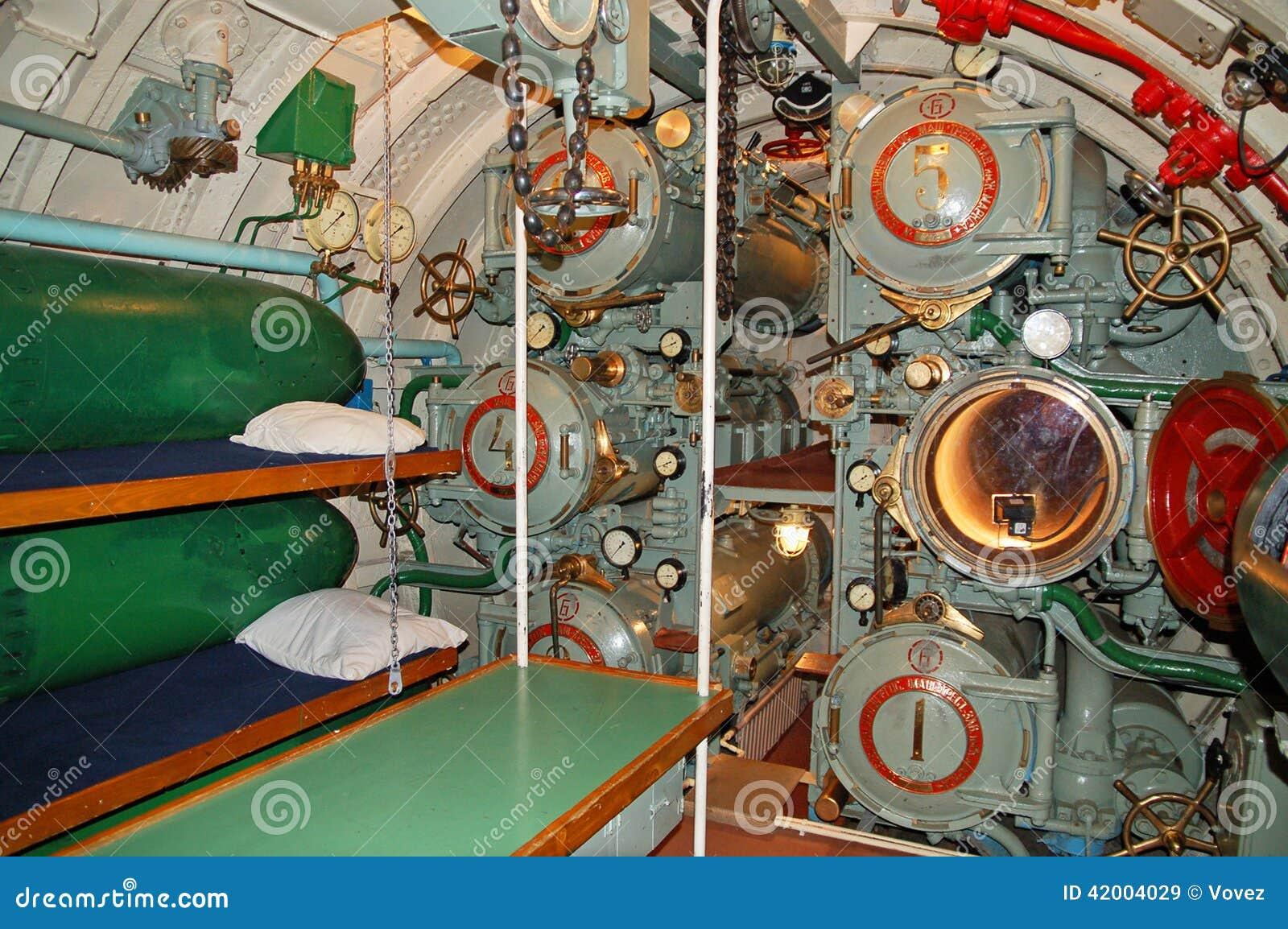 L 39 interno del sottomarino lanciasiluri immagine stock for Interior submarino