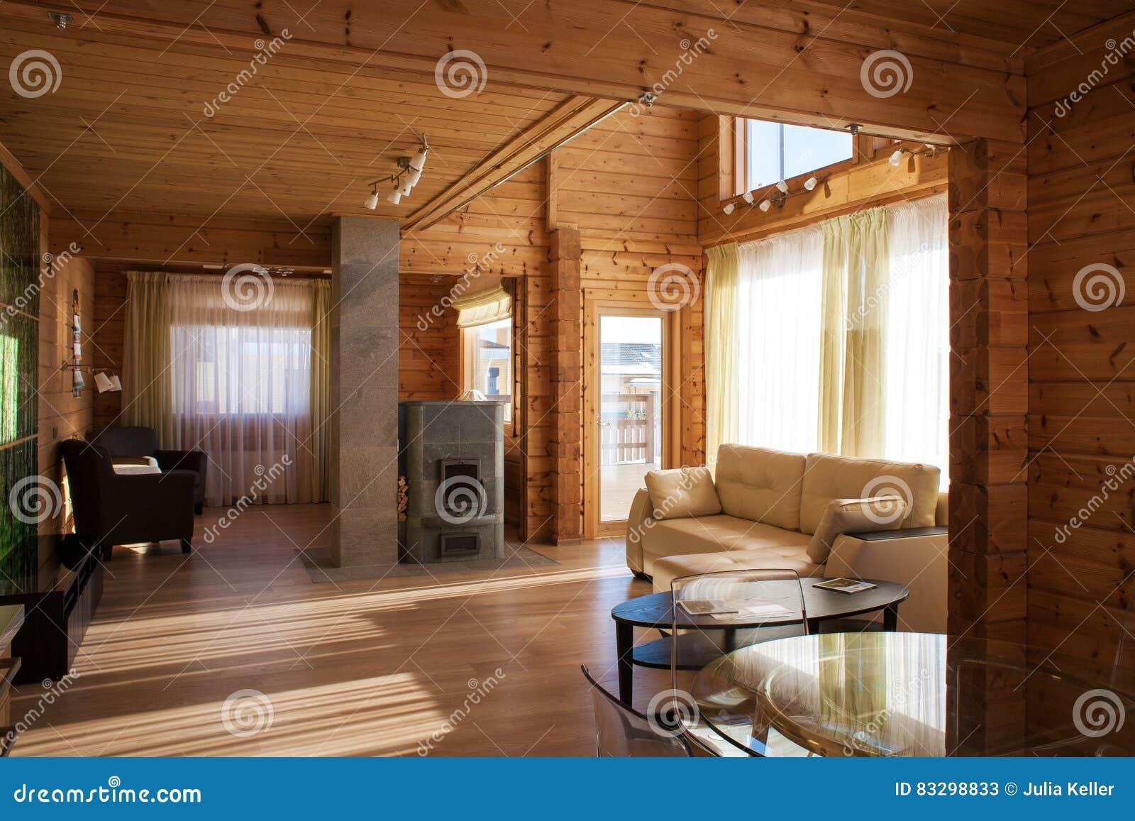 Interni Di Una Casa Di Campagna : Linterno di un salone della casa di campagna immagine stock