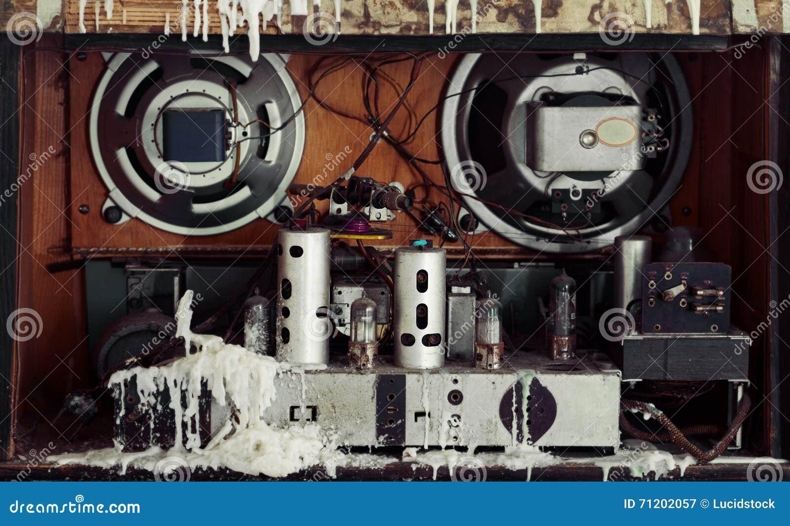 l 39 int rieur d 39 une vieille radio photo stock image 71202057. Black Bedroom Furniture Sets. Home Design Ideas
