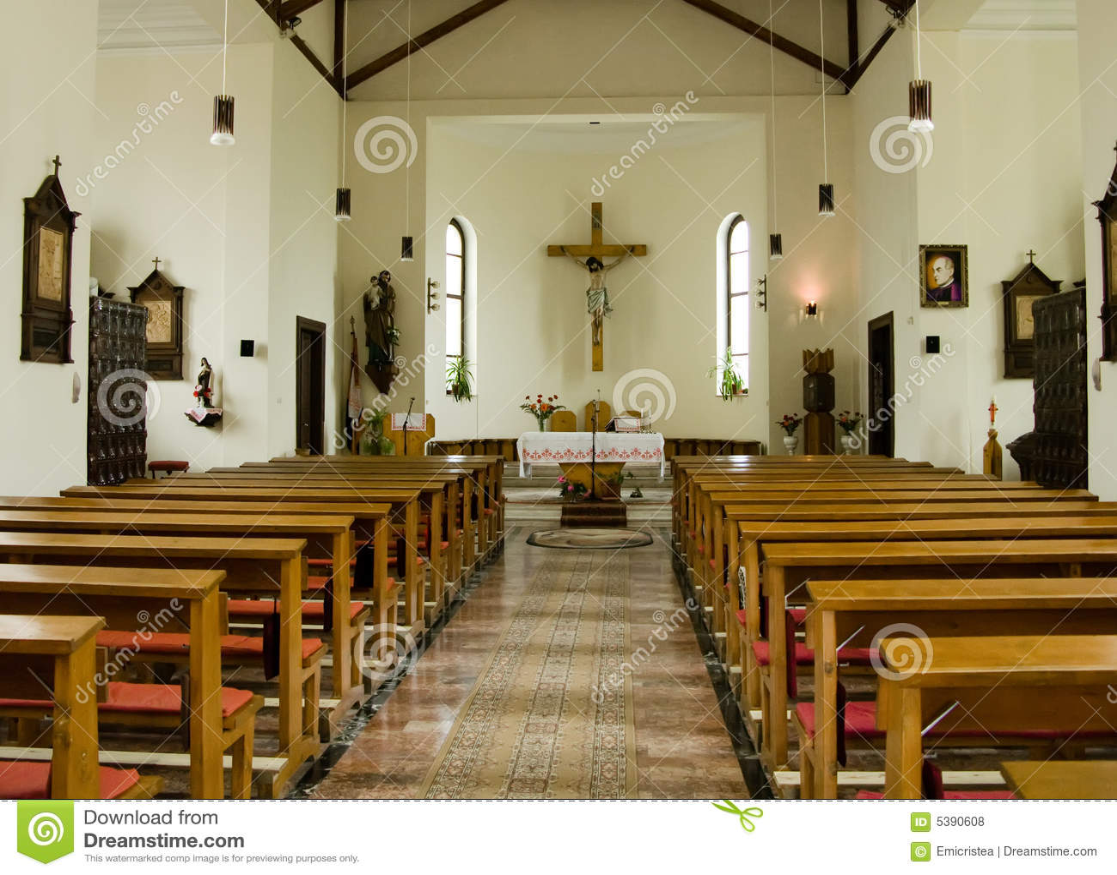 l 39 int rieur de d 39 une glise catholique photos libres de droits image 5390608. Black Bedroom Furniture Sets. Home Design Ideas