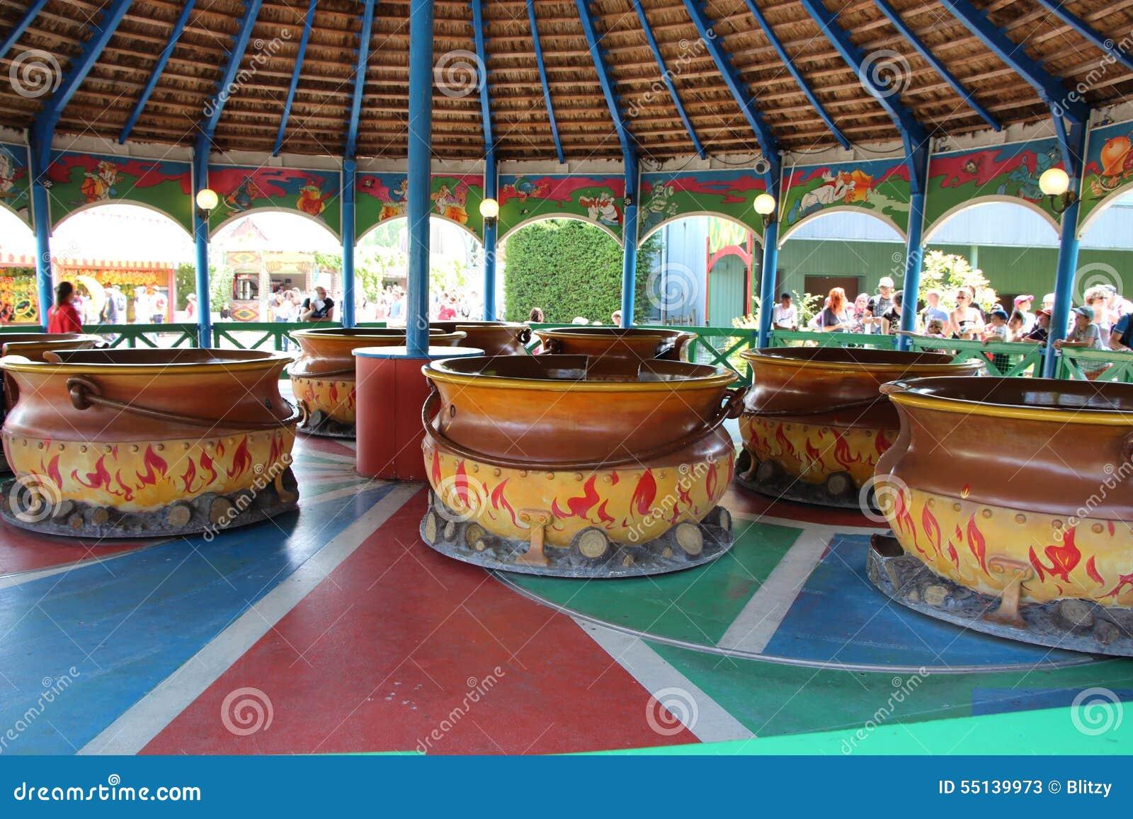 192 l int 233 rieur de l attraction de les chaudrons au parc asterix ile de photo