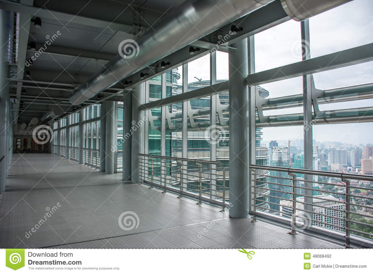 L 39 int rieur des tours jumelles skybridge de petronas for Interieur world trade center