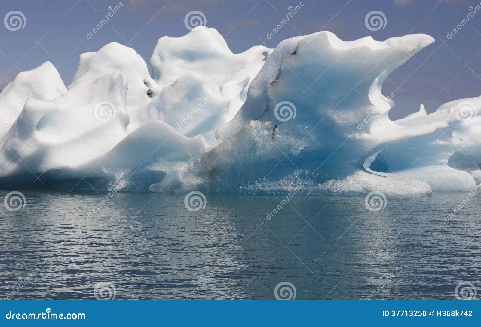 L Islande. Secteur du sud-est. Jokulsarlon. Icebergs et lac.