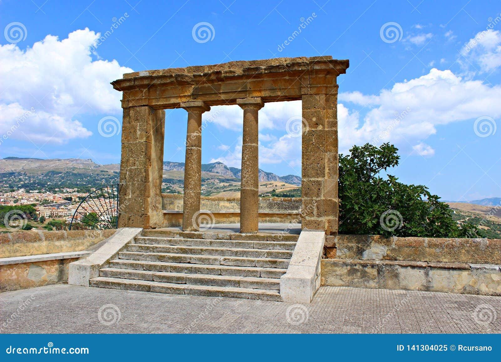 L Italia, Sicilia: Vista delle rovine in Sambuca della Sicilia