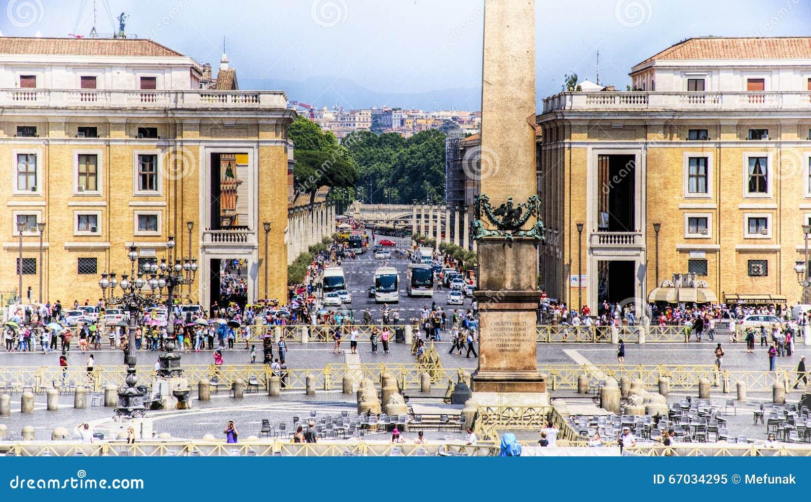 L Italie, Rome, la place de St Peter vatican Obélisque et la place