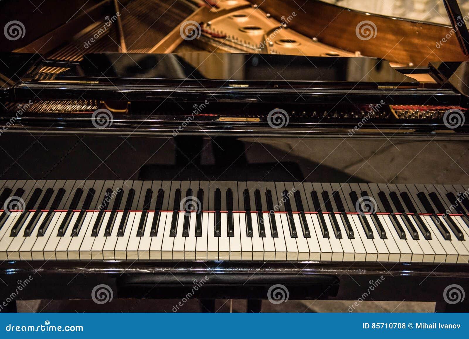 L Ivoire Blanc Et Les Clés Noires D Un Piano Photo Stock