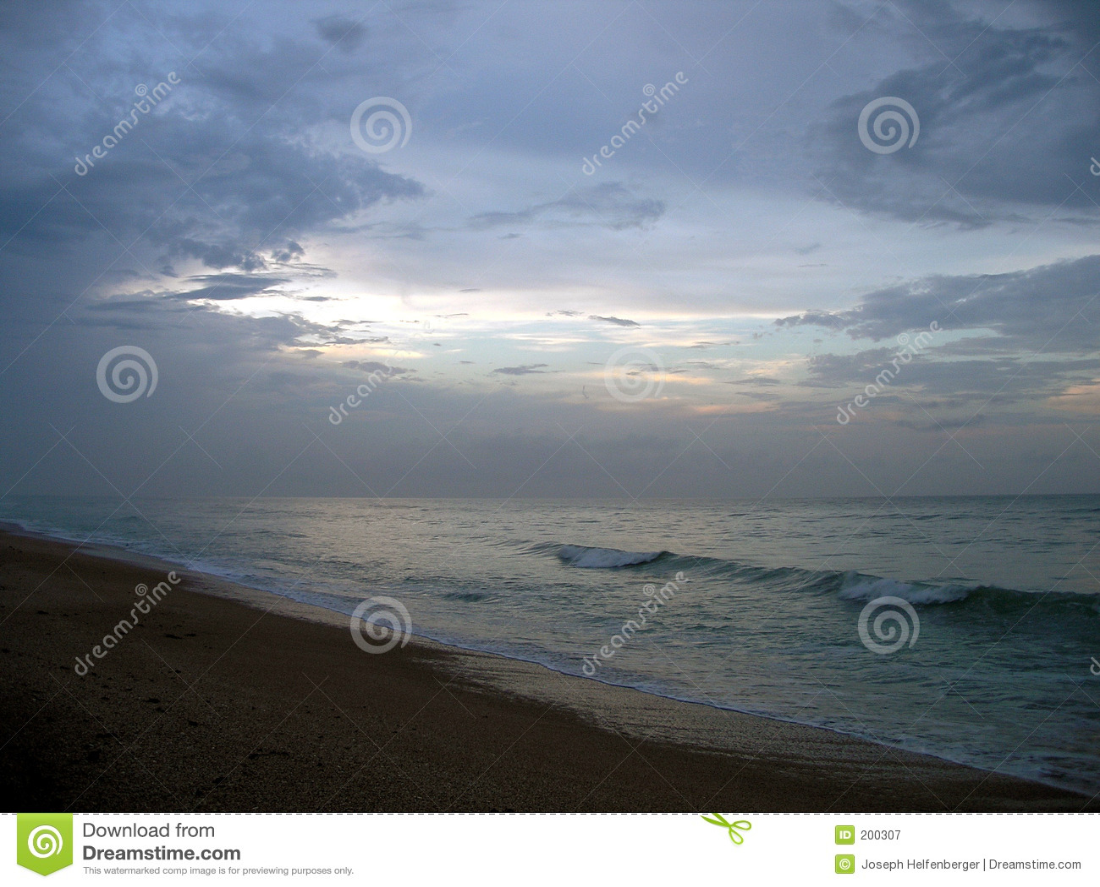 L oceano al crepuscolo