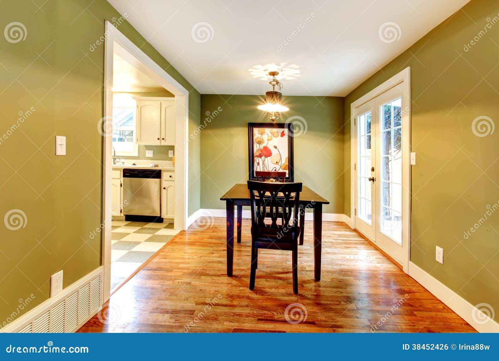 L 39 oliva di rettangolo tonifica la sala da pranzo immagine for Piccola sala da pranzo