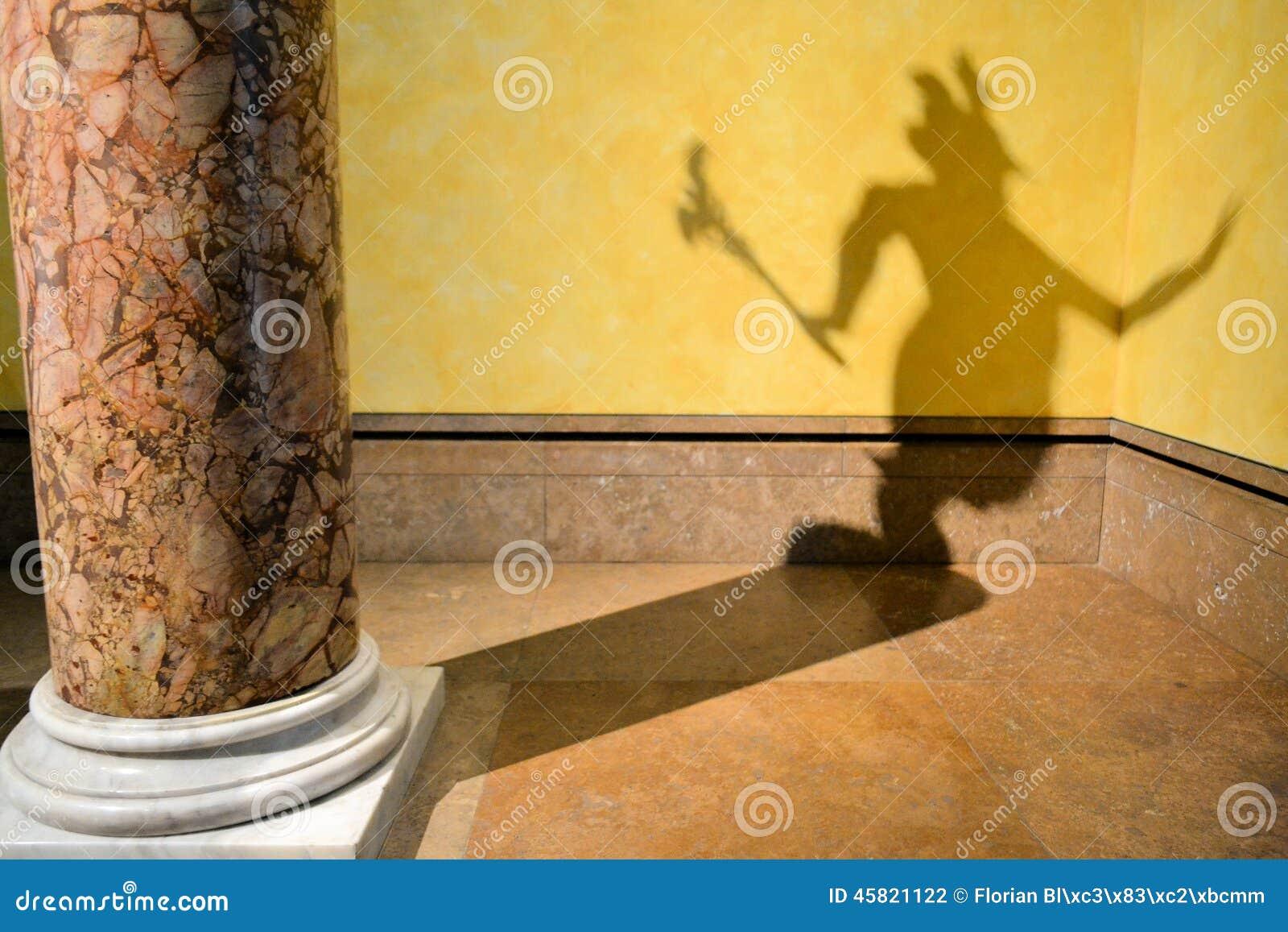 l 39 ombre du diable sur le mur photo stock image du densit humain 45821122. Black Bedroom Furniture Sets. Home Design Ideas