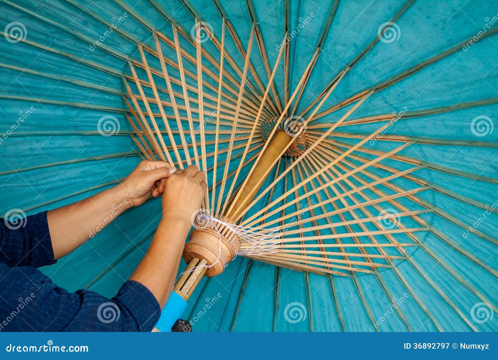 Download L'ombrello Ha Fatto La Carta Della Forma Immagine Stock - Immagine di ornamento, asiatico: 36892797