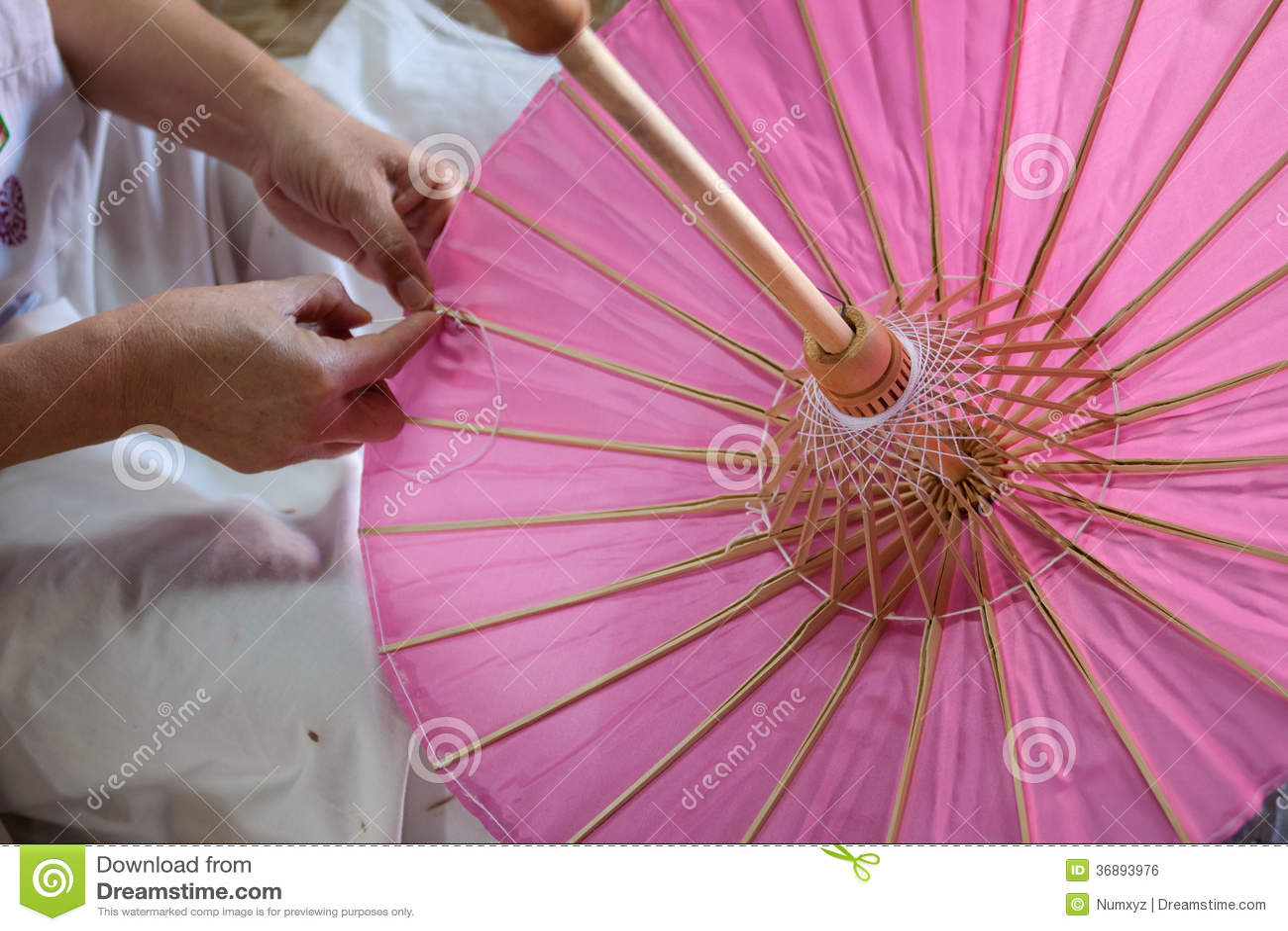 Download L'ombrello Ha Fatto La Carta Della Forma Fotografia Stock - Immagine di coltura, giapponese: 36893976