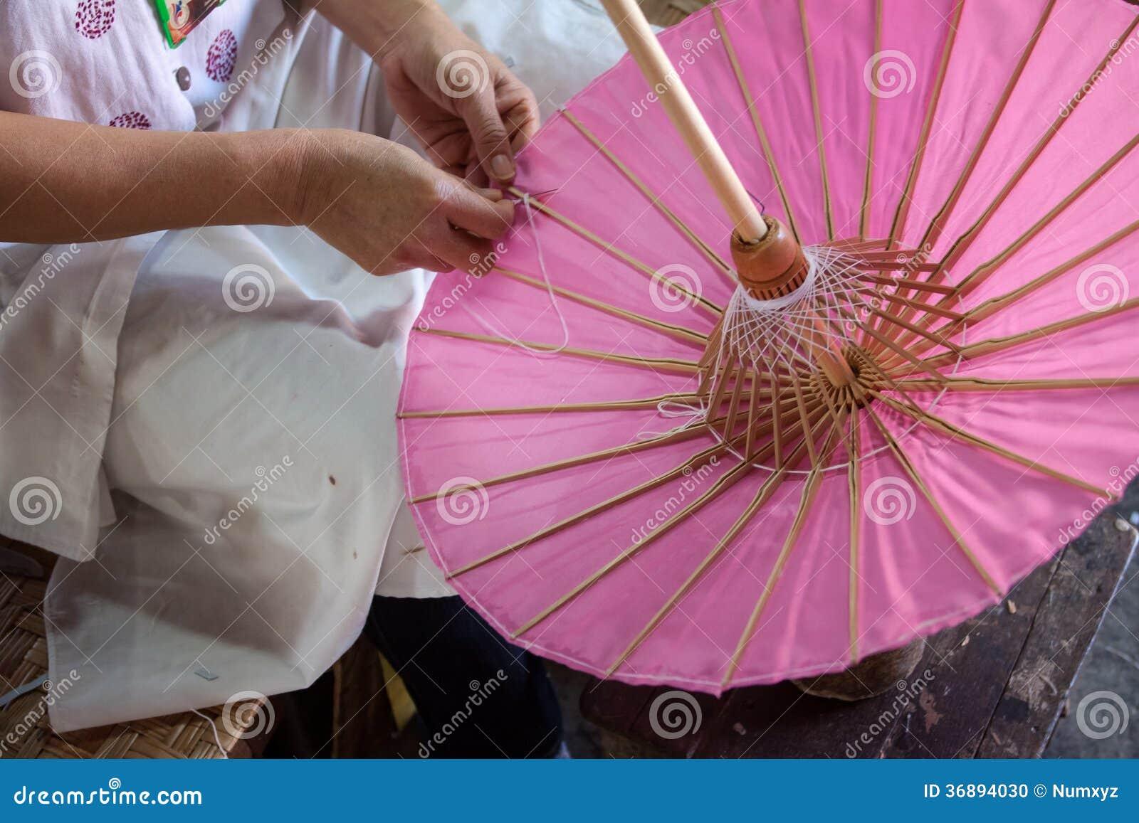 Download L'ombrello Ha Fatto La Carta Della Forma Fotografia Stock - Immagine di ornamento, handmade: 36894030