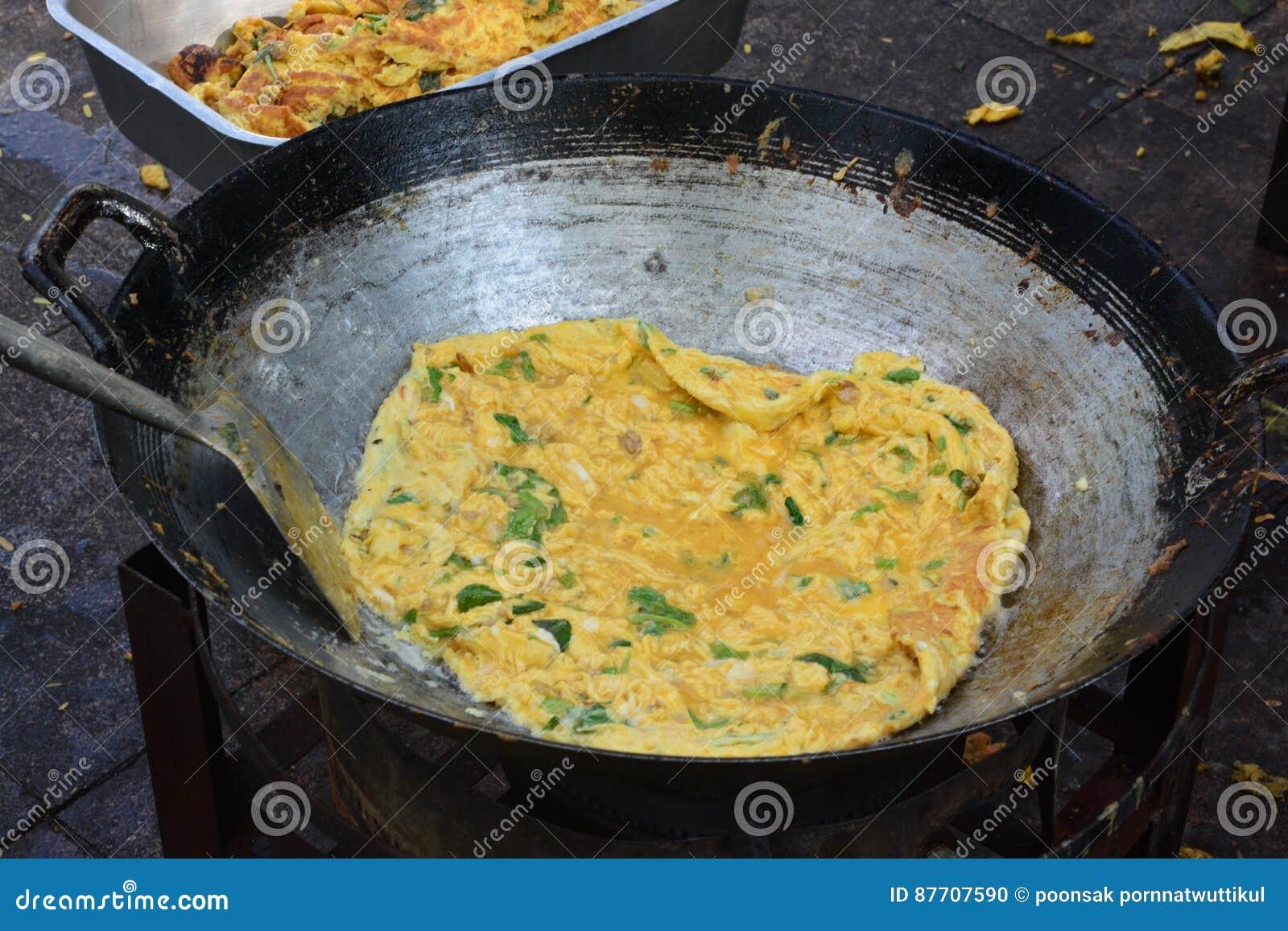 L omelette est un plat fait à partir des oeufs battus