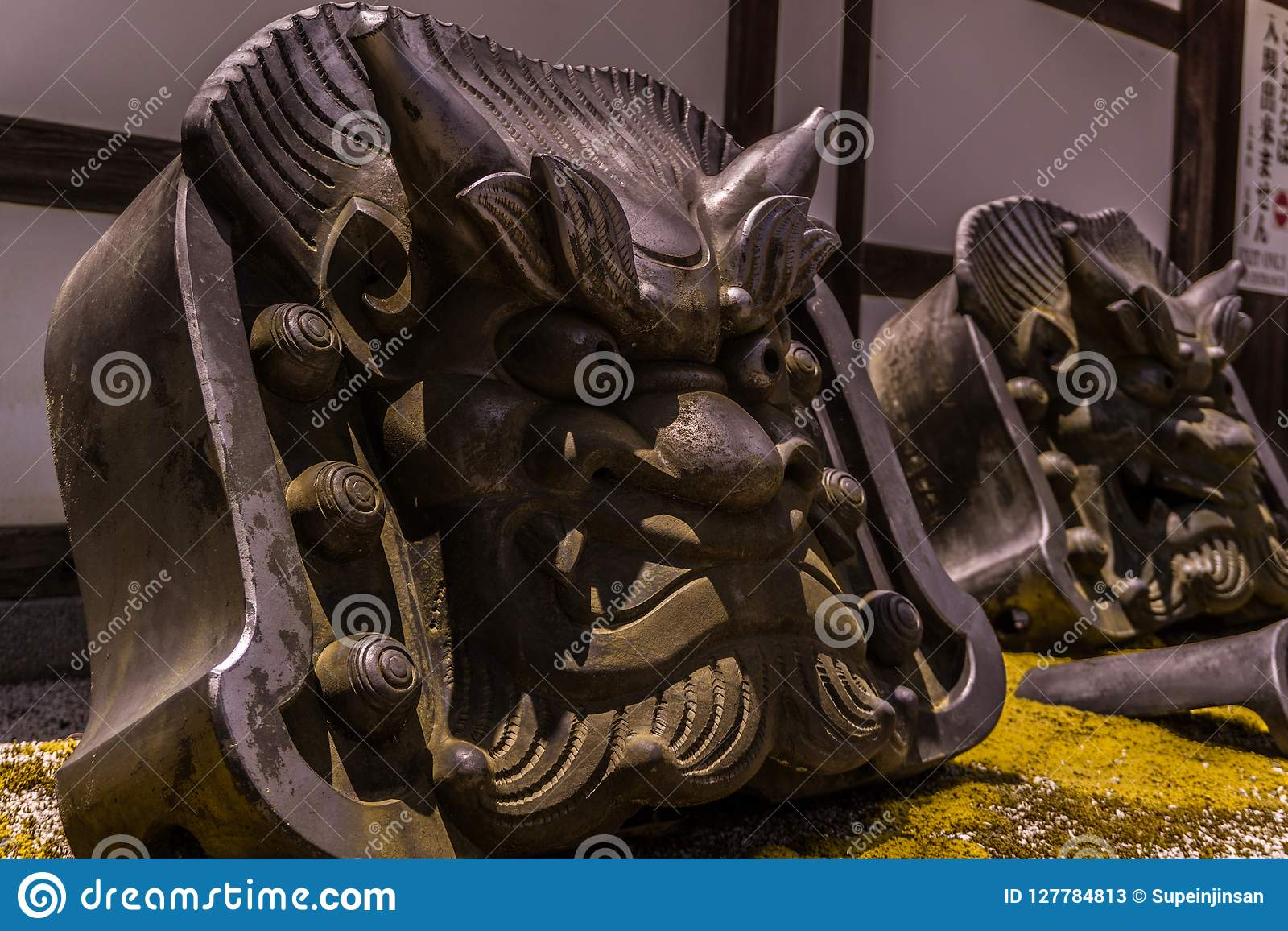 L oni de démon lapide des protecteurs du temple