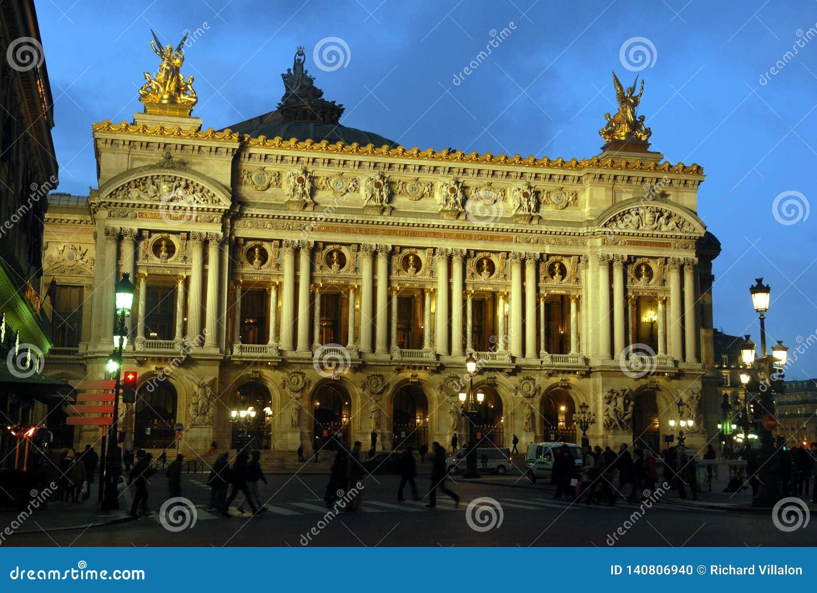 L opéra Paris, France de la nuit