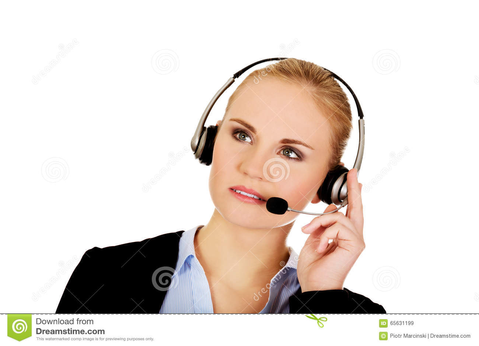 L opérateur de service d assistance de jeune femme essaye d entendre quelque chose des écouteurs