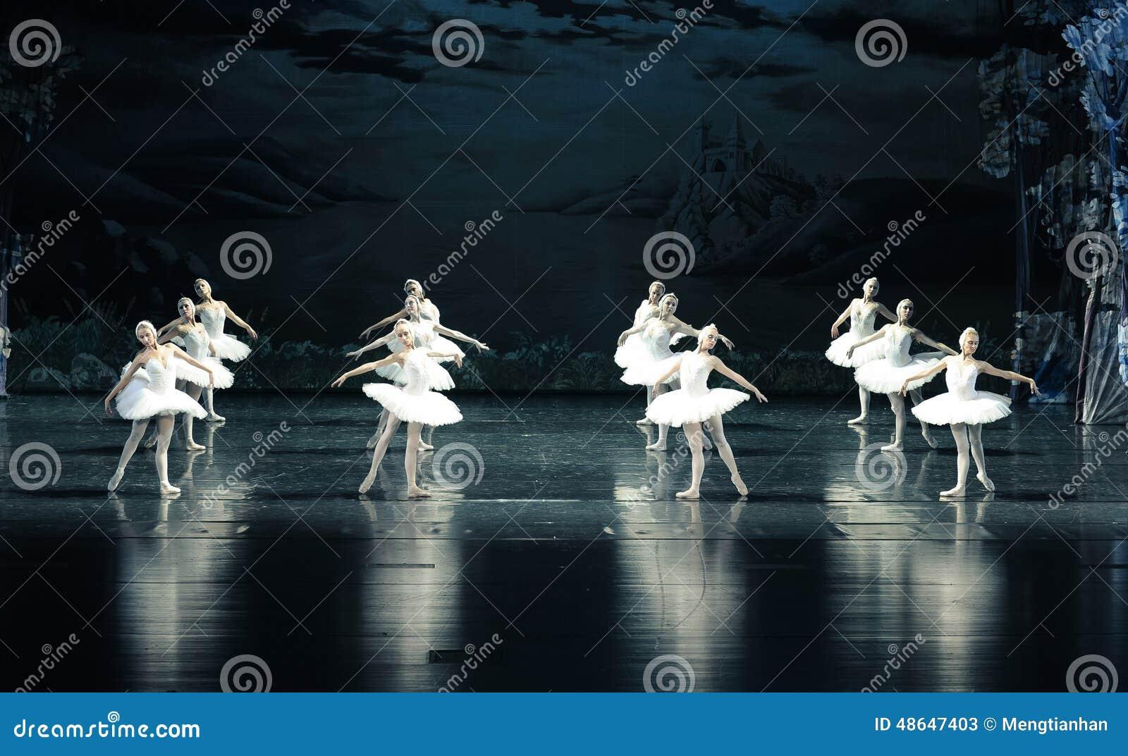 L ordonné dans la formation du lac swan de ballet-ballet