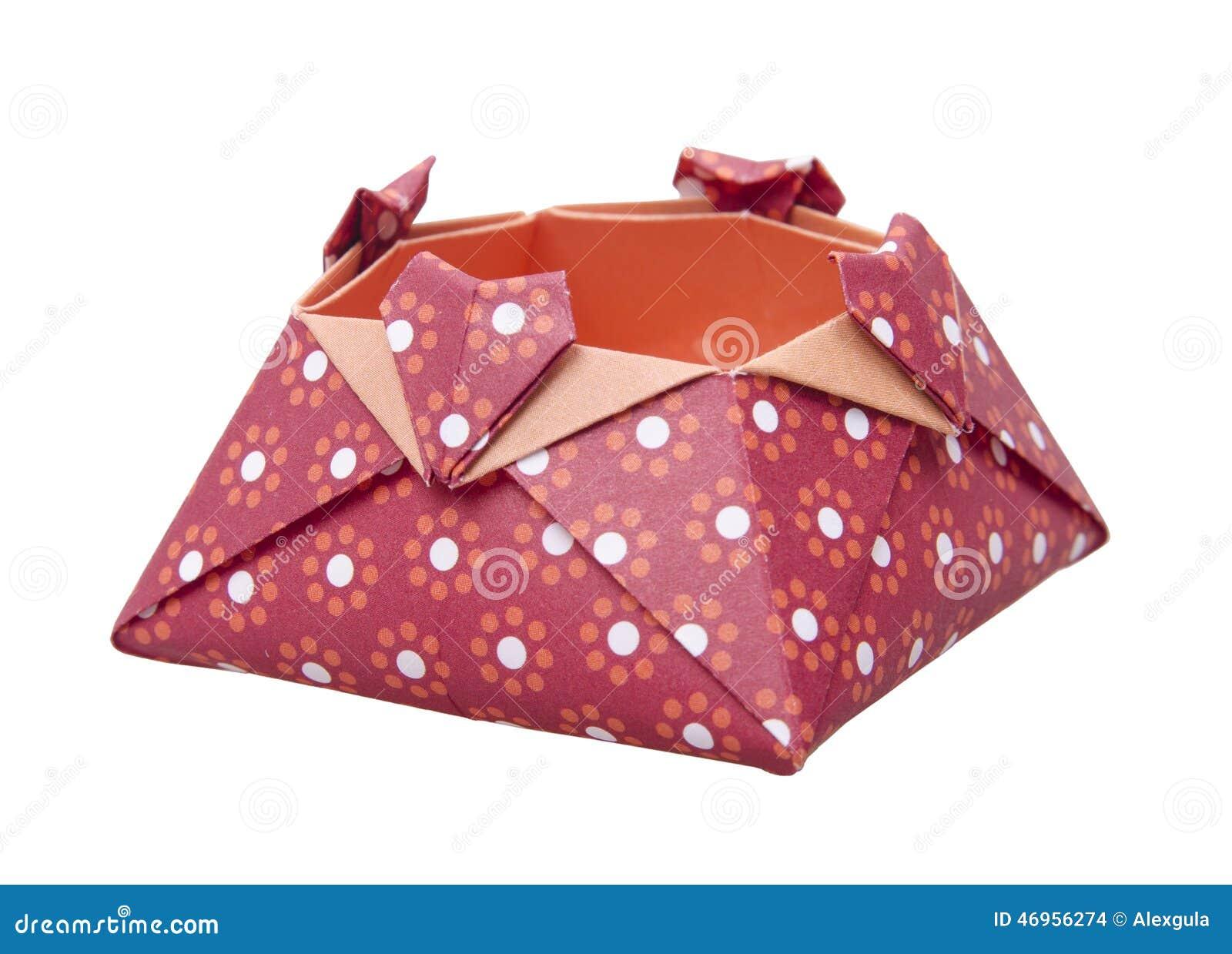 l'origami de papier rouge aime la boîte, boîte-cadeau d'isolement