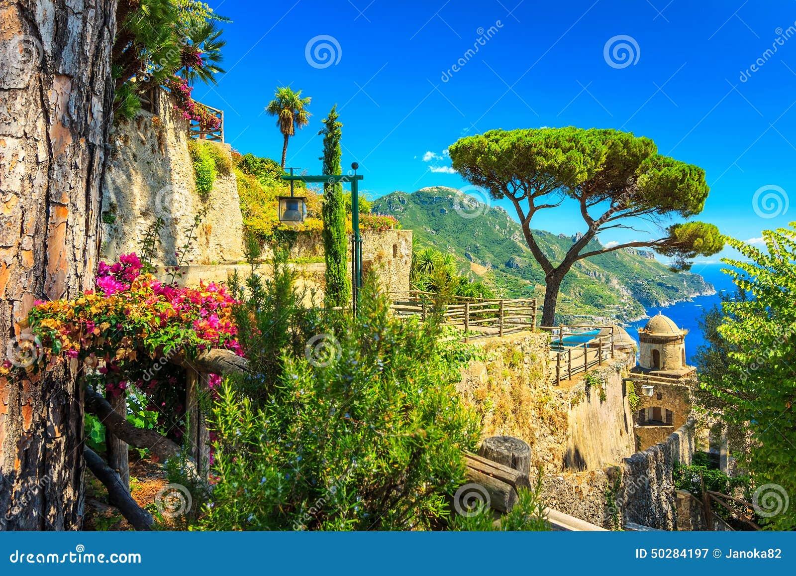 l 39 ornamental a suspendu le jardin jardin de rufolo ravello c te d 39 amalfi italie l 39 europe. Black Bedroom Furniture Sets. Home Design Ideas