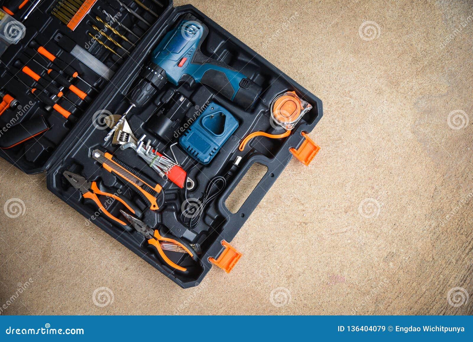 L outil d artisan moderne/collection a placé des outils de menuiserie pour travailler le bois ou art et autre