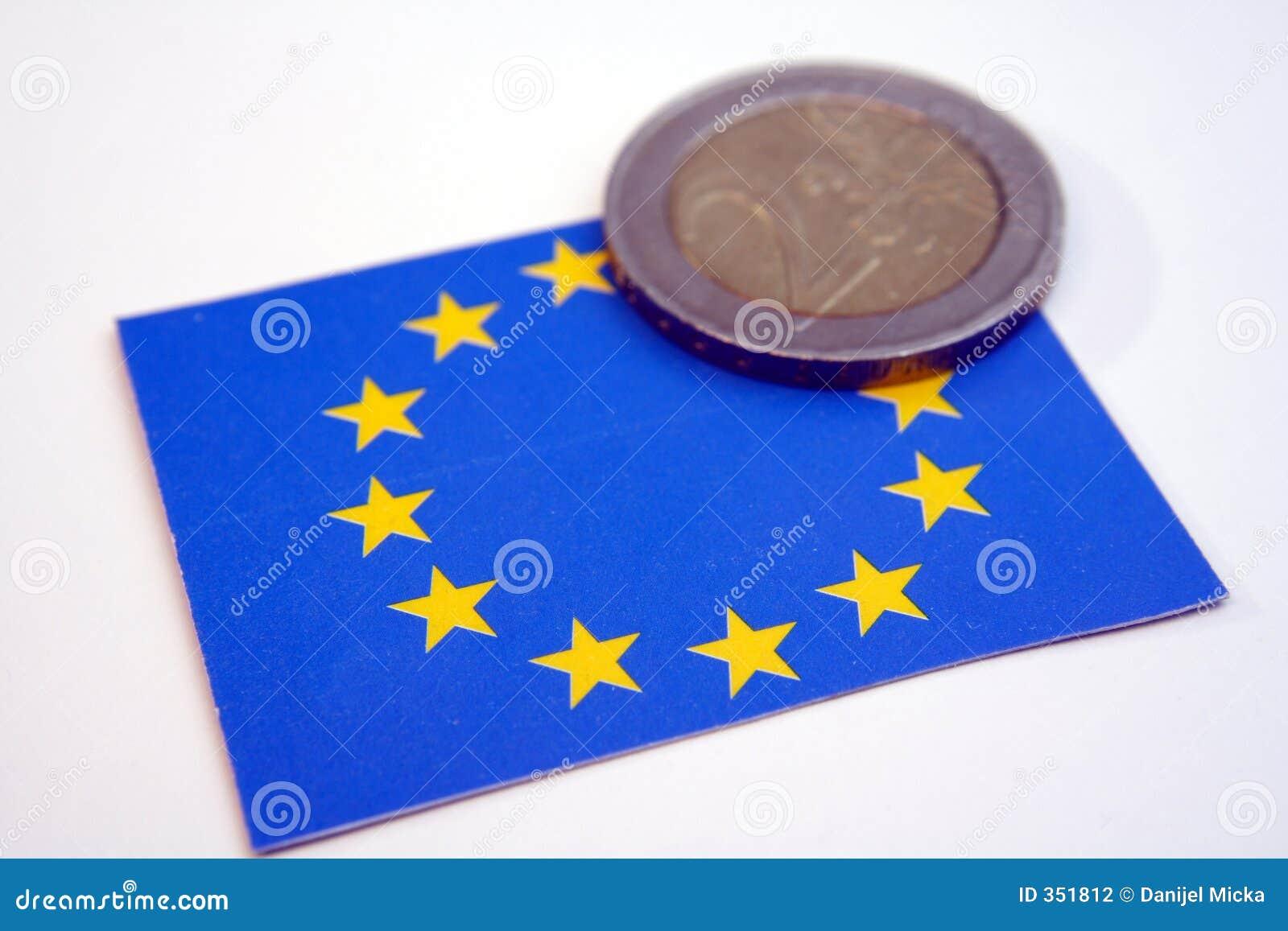 L Ue diminuisce e conia