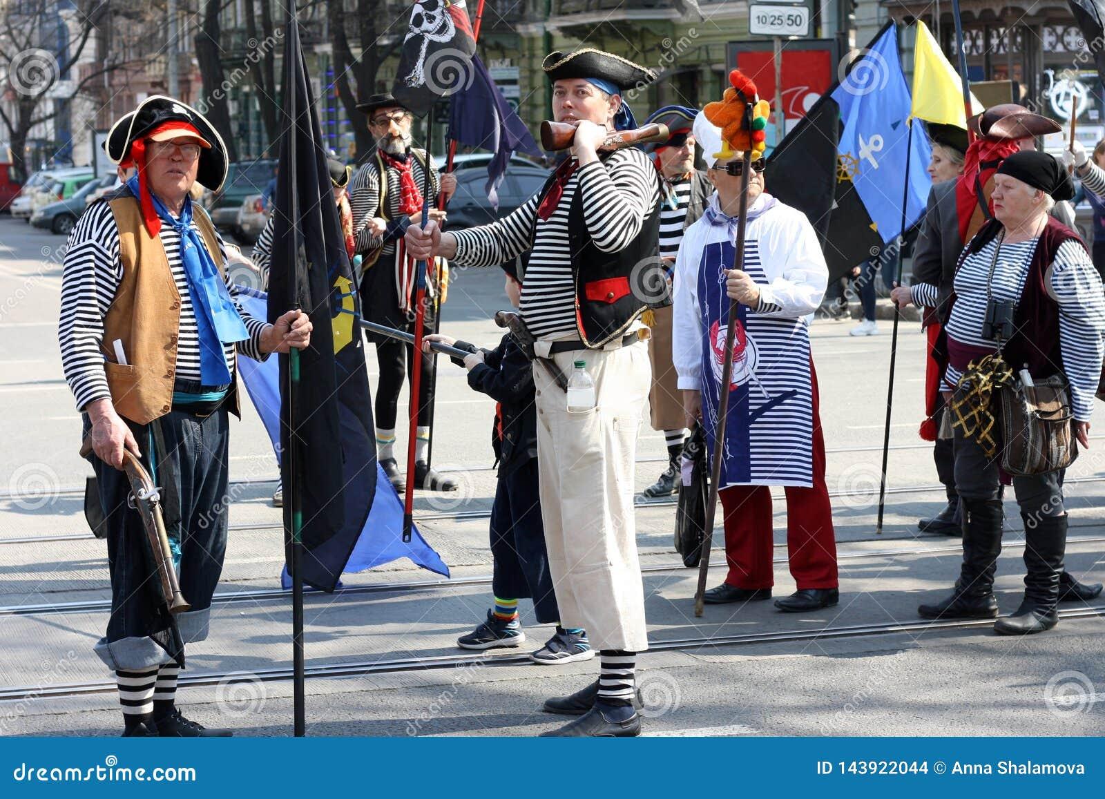 L Ukraine, Odessa - 1er avril 2019, un défilé de costume consacré au jour du rire et humeur Personnes de Humorina dans des costum