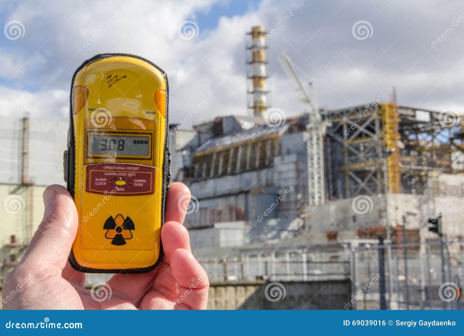 L ukraine Zone d exclusion de Chernobyl - 2016 03 19 Dosimètre et centrale nucléaire sur le fond