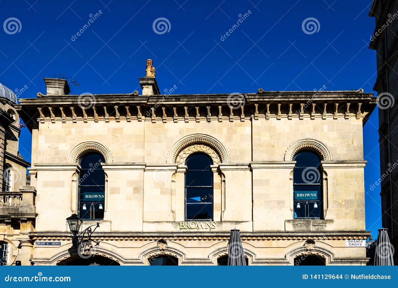 L ultimo piano di vecchio commissariato di polizia, boschetto arancio, ora un ristorante di marroni, bagno, Inghilterra