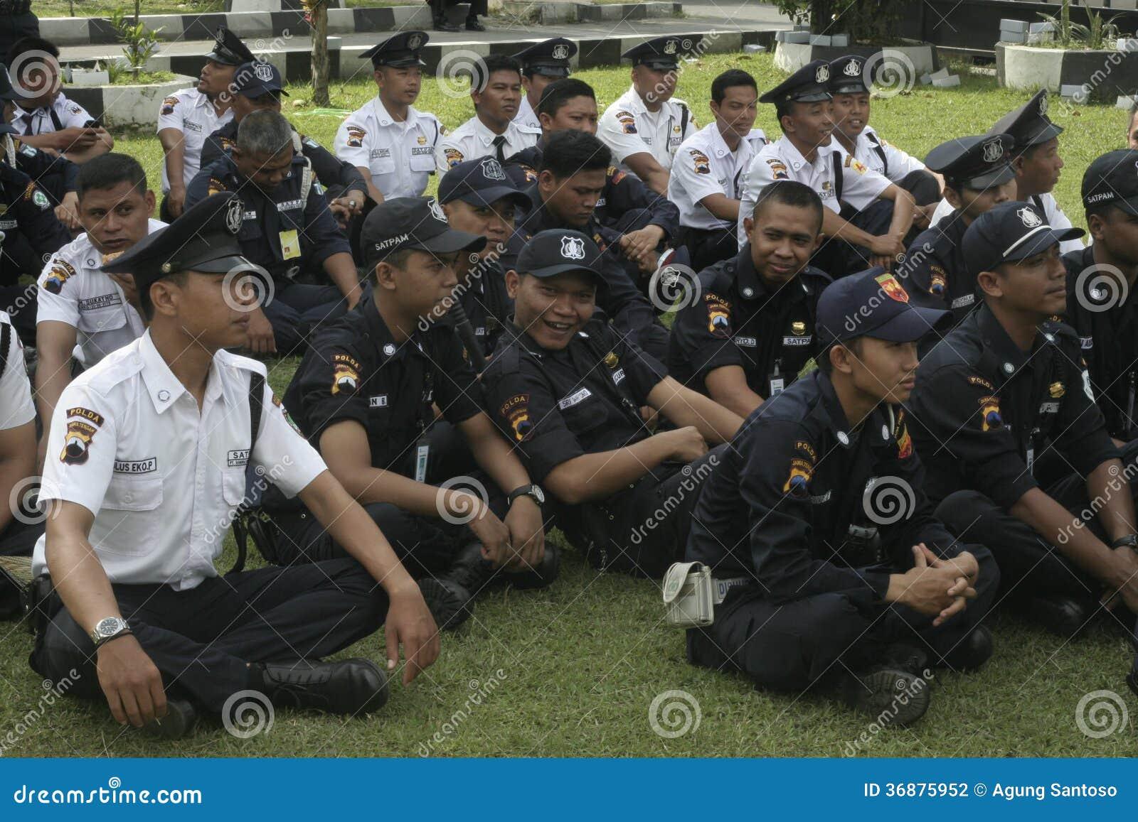 Download L'unità Della Sicurezza Di Esercizio Comanda Alla Questura Che Costruisce A Surakarta Fotografia Editoriale - Immagine di polizia, battitore: 36875952
