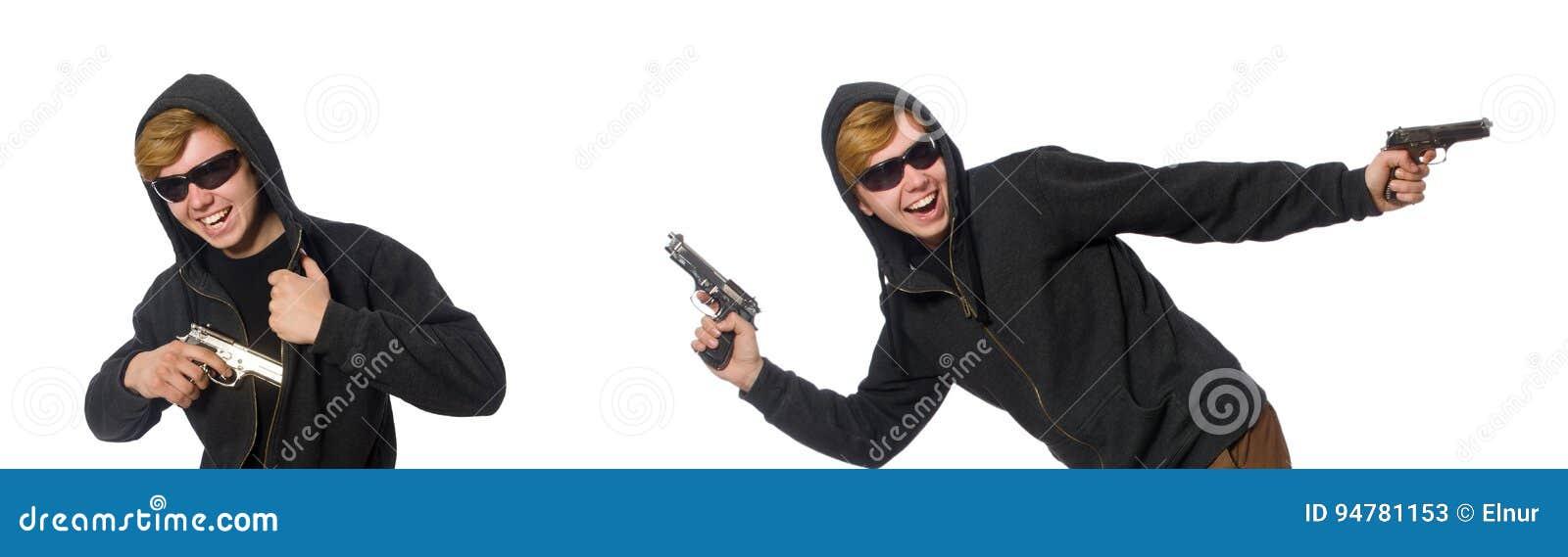 L uomo aggressivo con la pistola isolata su bianco
