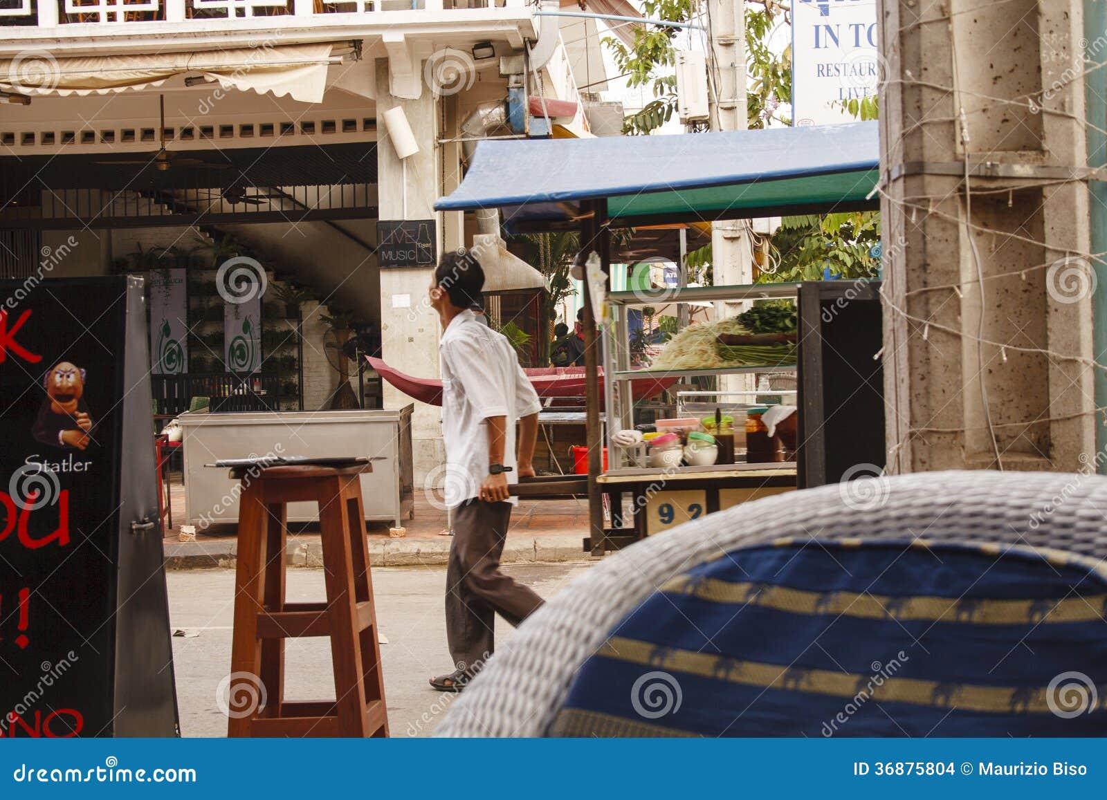 Download L'uomo Cambogiano Vende L'alimento Su Una Via Immagine Stock Editoriale - Immagine di cucina, seme: 36875804