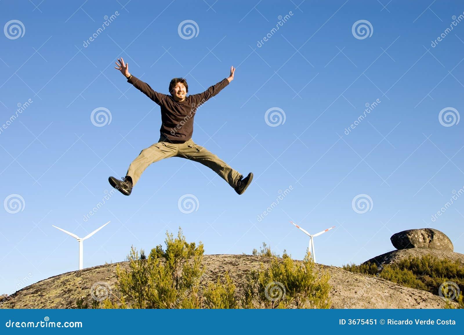 Download L'uomo Che Salta Sulle Rocce Immagine Stock - Immagine di funzionamento, atletico: 3675451