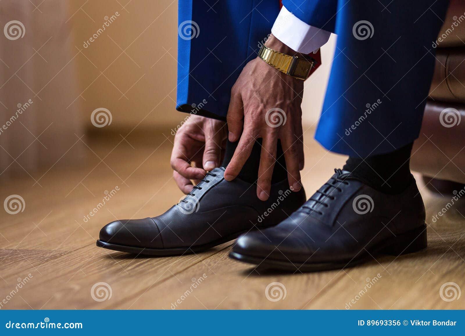 on sale 71133 9eed5 L'uomo D'affari Copre Le Scarpe, Politico, Stile Del ` S ...