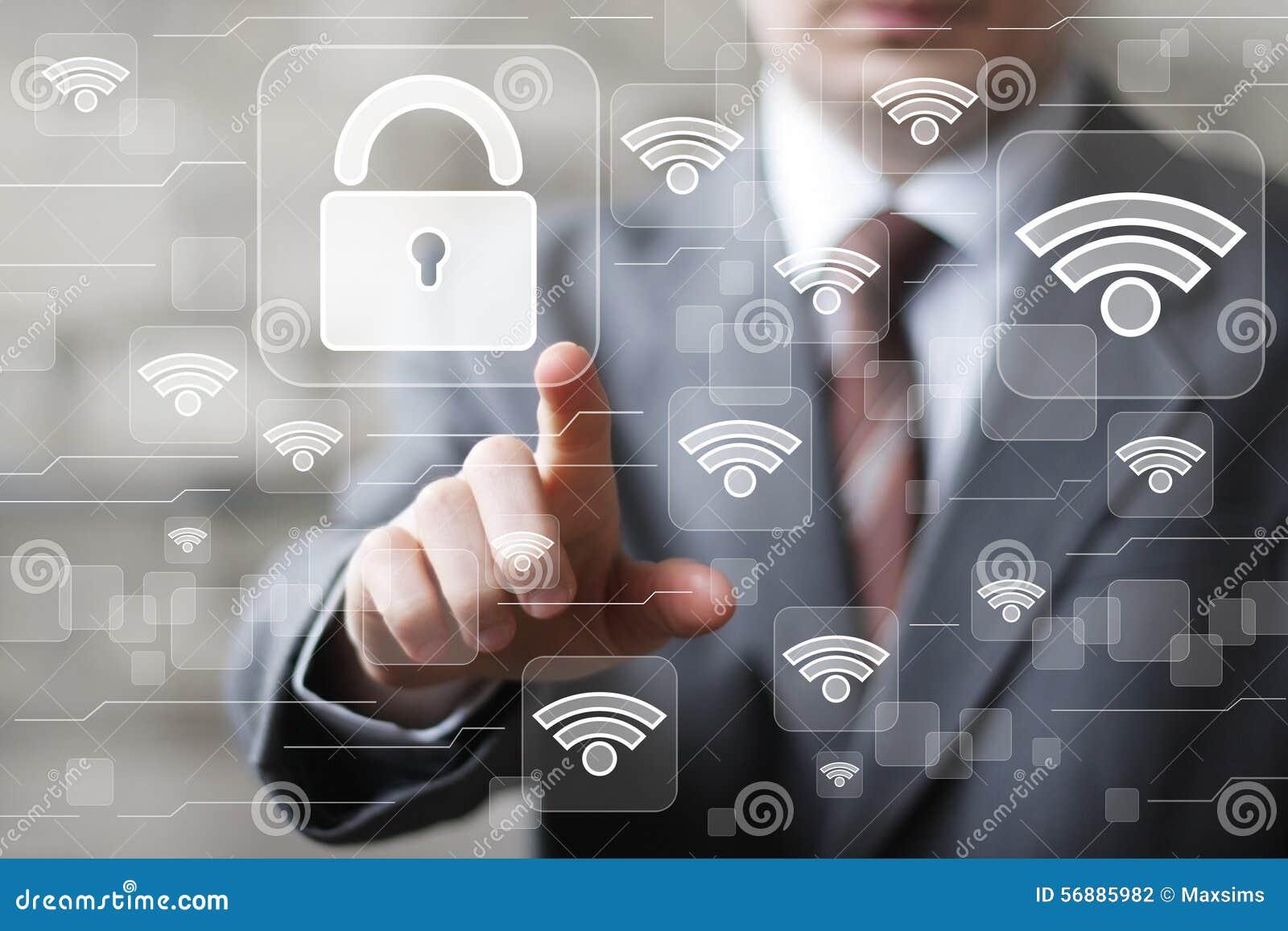 L uomo d affari di Wi-Fi della rete sociale preme il bottone