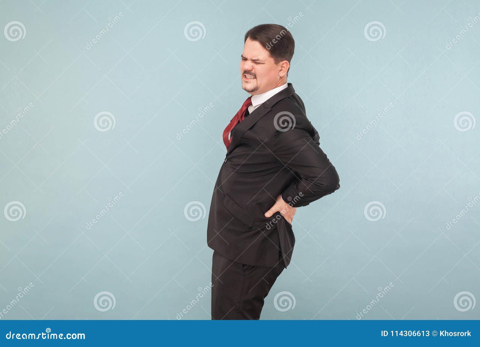 L uomo d affari ha dolore più lombo-sacrale o di ernia del rene,