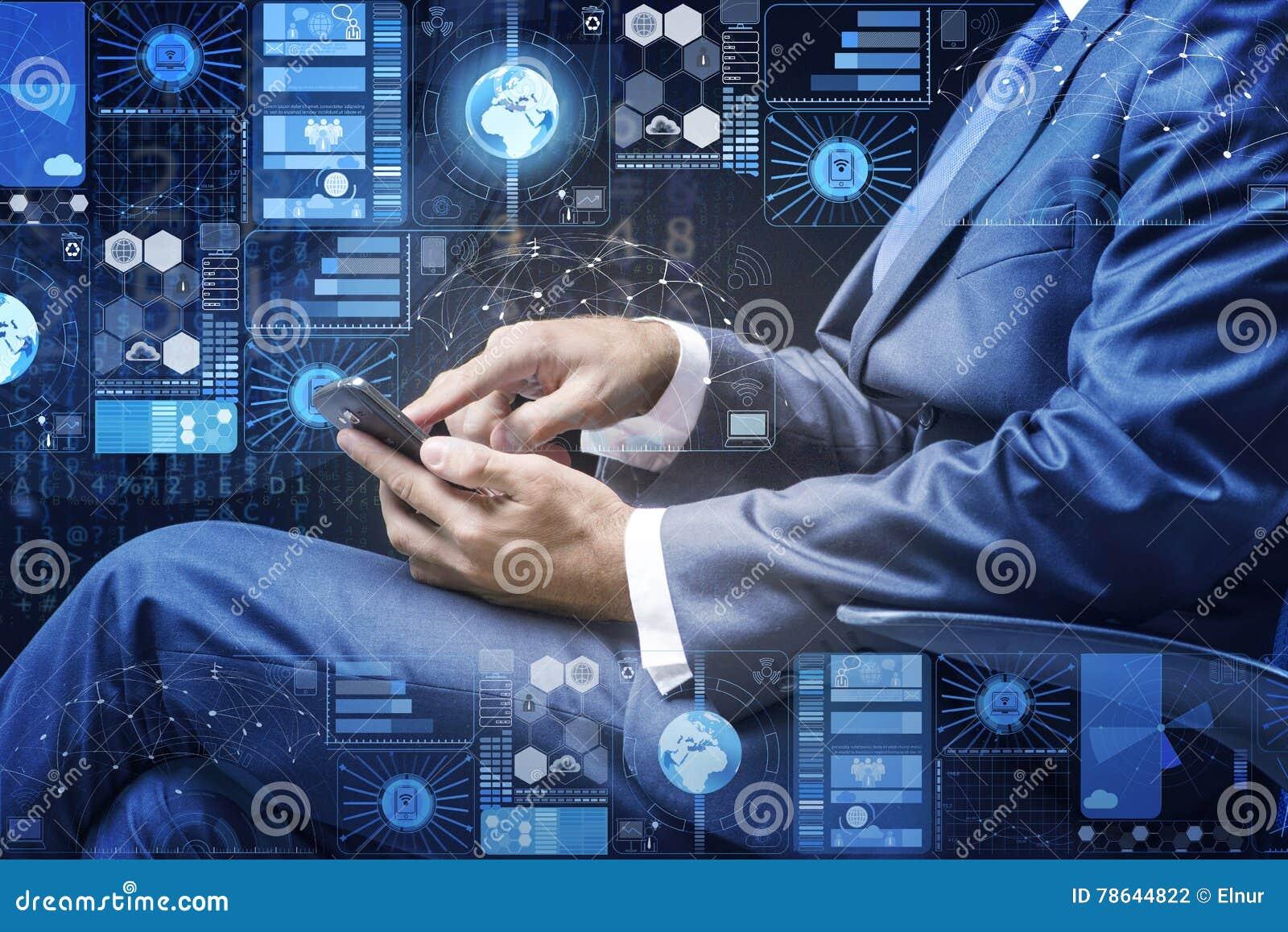 L uomo d affari nel concetto della gestione dei dati