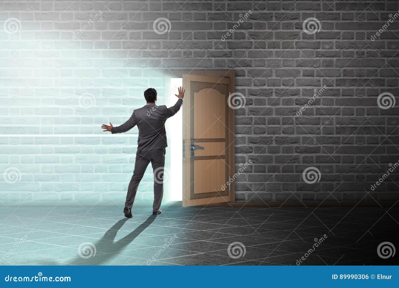 L uomo d affari nel concetto di incertezza di affari
