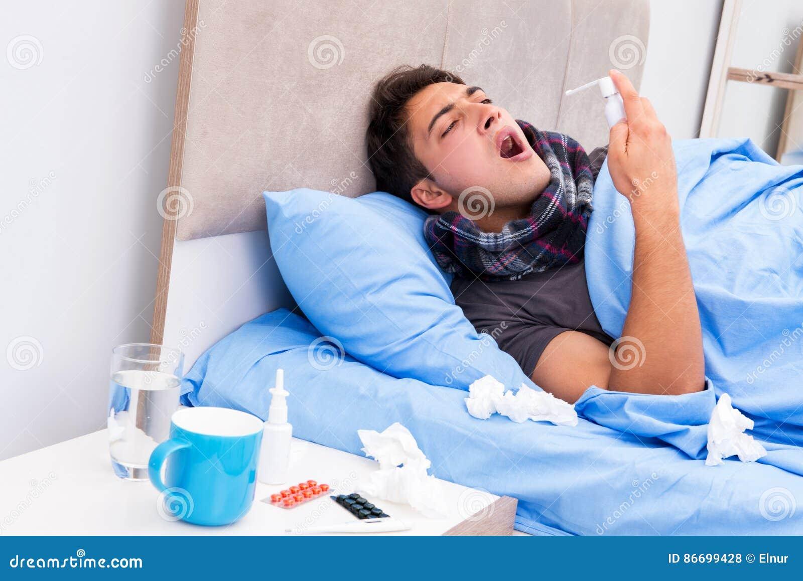 L 39 uomo malato con influenza che si trova nel letto fotografia stock immagine di lifestyle - Letto che si chiude ...